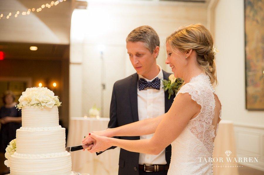 Southern Hills Country Club wedding cake cutting